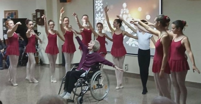 """Bailarina com Alzheimer se emociona ao ouvir """"Lago dos Cisnes"""""""